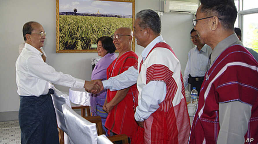 Burma's President Thein Sein (L) shakes hands with representatives from the Karen National Union (KNU), including KNU General Secretary Naw Si Pho Ra Sein (2nd L, in purple) and KNU General Mutu Saipo (C), in Thein Sein's private farm house in Naypyi