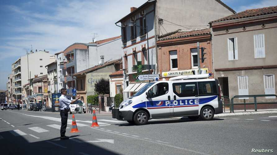 French authorities shoot man claiming to be al Qaeda member during hostage situation, Toulouse, June 20, 2012.