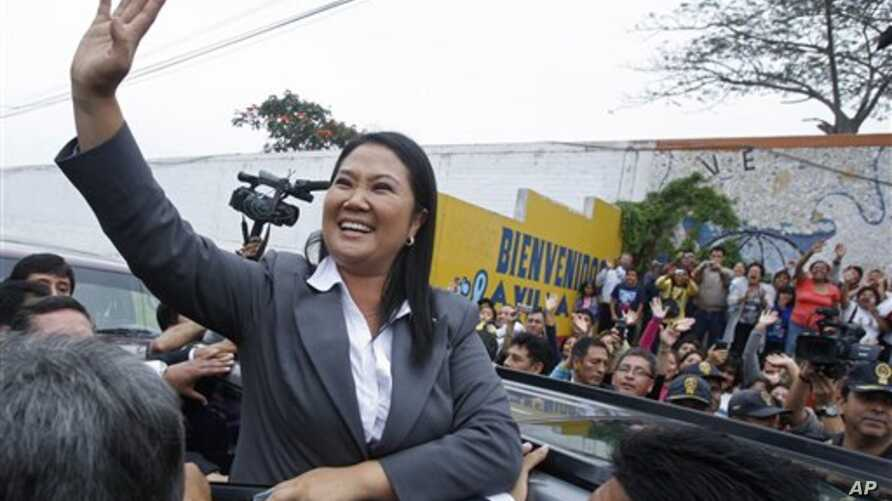 Keiko Fujimori waves to supporters outside a polling station in Lima,  June 5, 2011