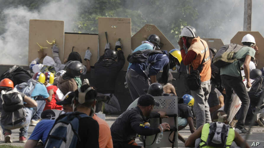 Anti-government demonstrators clash with security forces in Caracas, Venezuela, May 31, 2017.