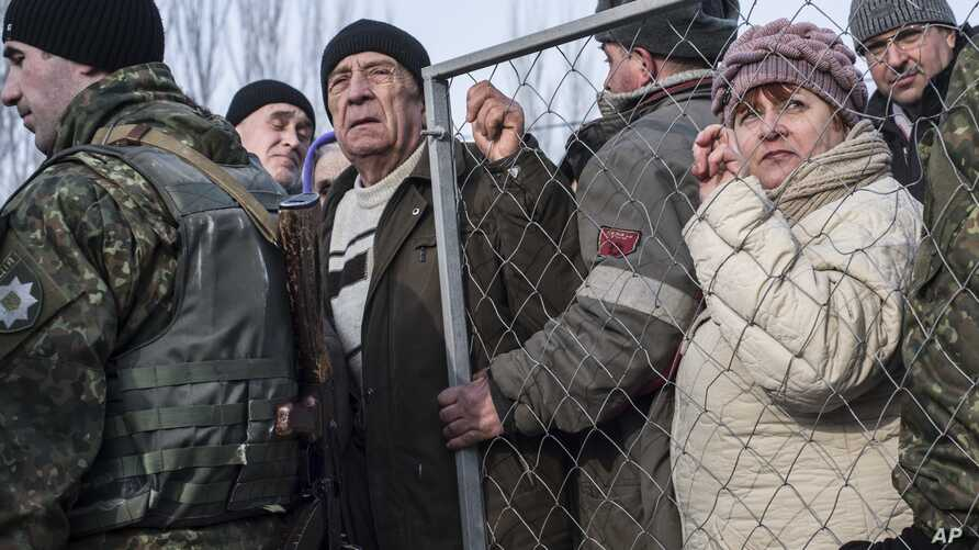 Local residents queue to get humanitarian aid at the humanitarian aid center in Avdiivka, eastern Ukraine, Feb. 3, 2017.