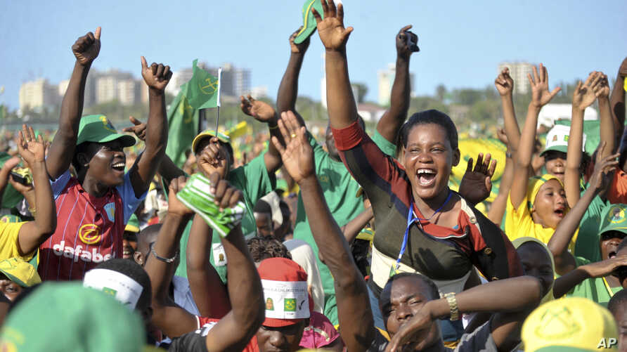 Supporters of presidential candidate John Magufuli of the ruling Chama Cha Mapinduzi party cheer at an election rally in Dar es Salaam, Tanzania, Oct. 23, 2015.