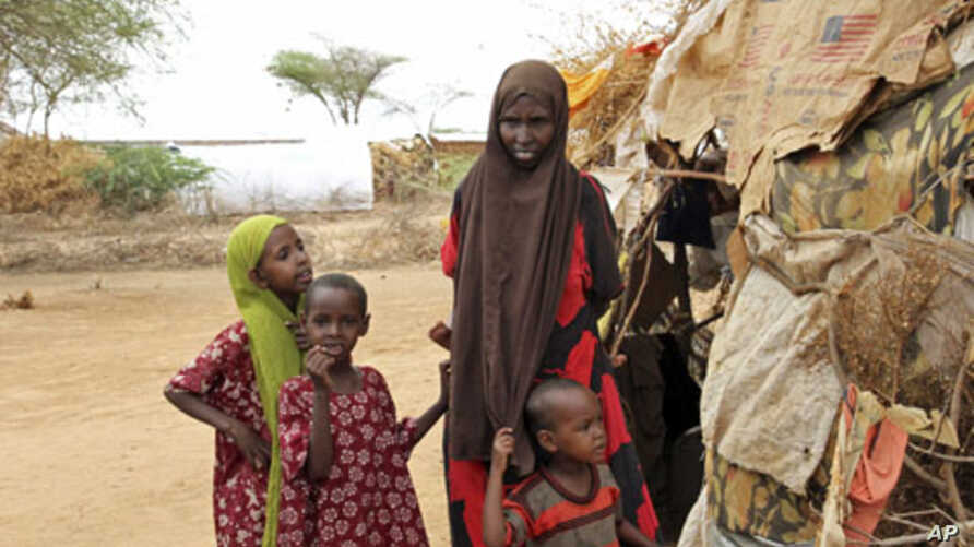 A Somali refugee woman stands with her children outside their makeshift shelter at the Dagahaley camp in Dadaab, near the Kenya-Somalia border, (File)