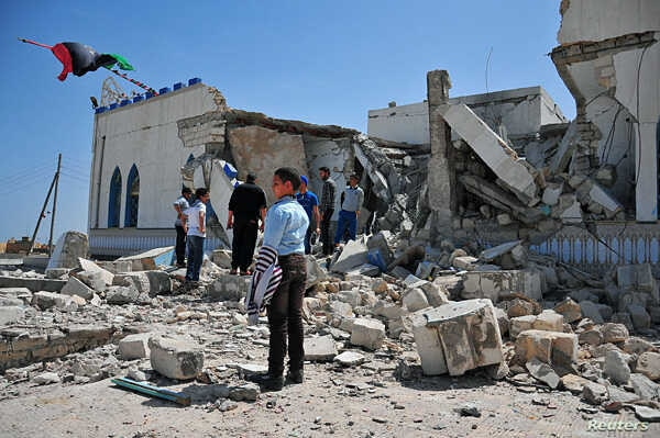 People inspect the damage done to a Sufi shrine, the tomb of Sidi Mohamed Landoulsi, after an explosion in the Tajoura neighborhood on the outskirts of Tripoli, March 28, 2013.