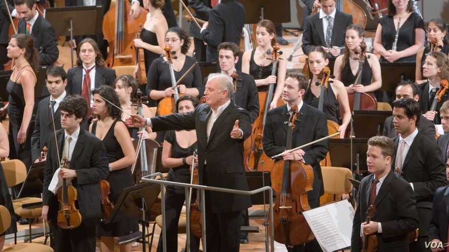 Within the West-Eastern Divan Orchestra, made up of musicians from Israel, the Palestinian territories and other parts of the Middle East, music is seen as a vehicle of cultural understanding. (Credit: Luis Castilla)
