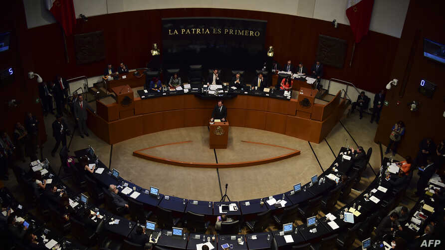 Mexican Foreign Minister Luis Videgaray (C) delivers a speech on relations with the United States in the Mexican Senate, Feb. 28, 2017, in Mexico City.