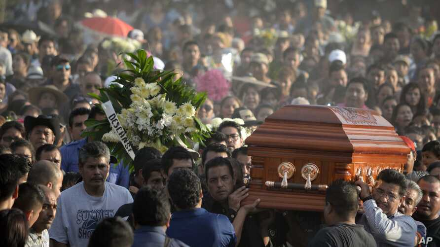 Mourners carry the coffin of slain mayor of Temixco, Gisela Mota, to the cemetery in Pueblo Viejo, Mexico, Sunday, Jan. 3, 2016. A new study suggests that Mexico's drug violence was so bad at its peak that it apparently caused the nation's male life