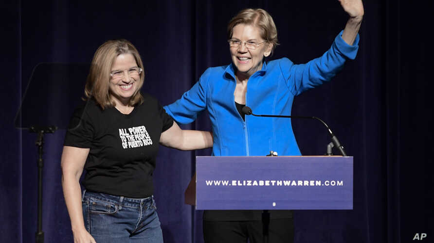 Elizabeth Warren, United States senator from Massachusetts and one of the many Democrats running for president in 2020, enters the stage with San Juan Mayor Carmen Yulin Cruz Soto at the Alejandro Tapia y Rivera Theater, in San Juan, Puerto Rico, Jan