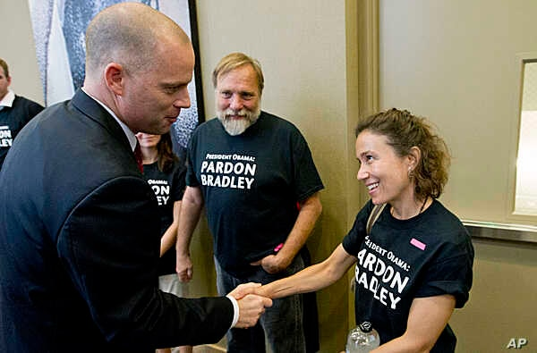 David Coombs, defense attorney for Army Pfc. Bradley Manning, shakes hands with supporters at a news conference in Hanover, Md.,after Manning was sentenced to 35 years in prison for leaking classified information to WikiLeaks,  Aug. 21, 2013.