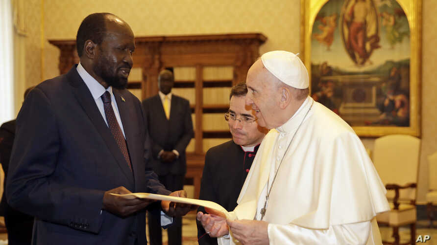 Pope Francis exchanges gifts with South Sudan President Salva Kiir during a private audience at the Vatican, March 16, 2019.
