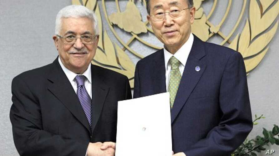 Palestinian President Mahmoud Abbas (L) hands a letter to United Nations Secretary-General Ban Ki-moon requesting Palestinian statehood, during the 66th United Nations General Assembly at the U.N. headquarters in New York, September 23, 2011.