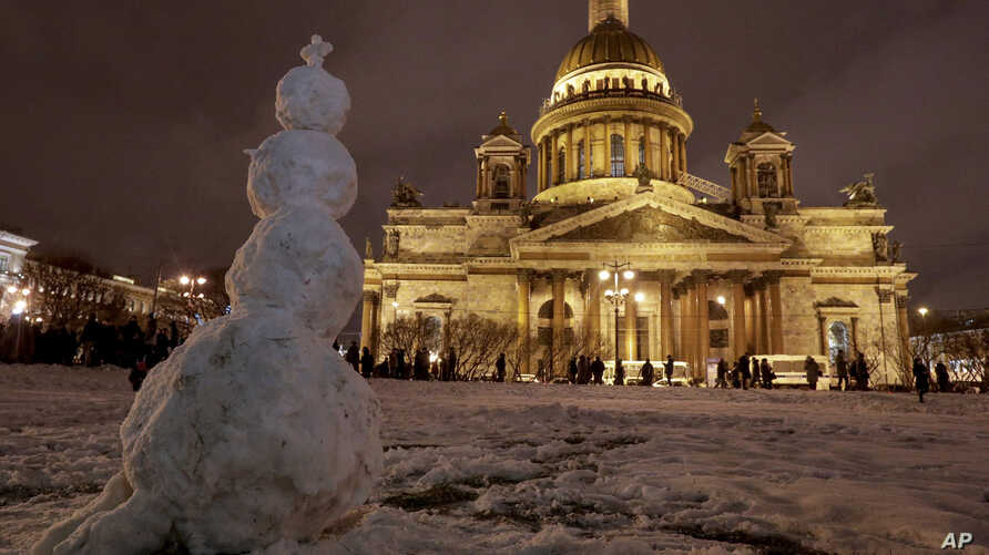 FILE - A snowman stands in front of the St. Isaac's Cathedral in St. Petersburg, Russia, Jan. 13, 2017. The Hermitage Museum Director Mikhail Piotrovsky has urged the head of the Russian Orthodox Church to recall its bid for control of the landmark.