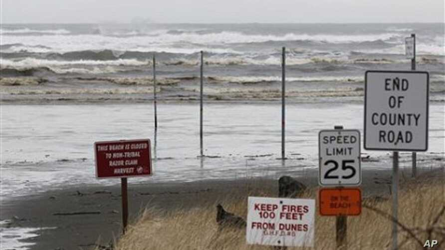 Waves common for a stormy springtime day crash into the beach in Moclips, Washington, March 11, 2011.  A tsunami caused by an earthquake in Japan reached the west coast of the U.S. early Friday, though its impact was minimal.