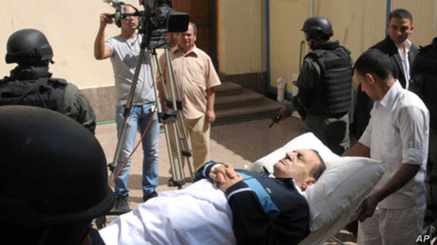 Former Egyptian president Hosni Mubarak being taken to the courtroom for another session of his trial in Cairo, Egypt, September 7, 2011.