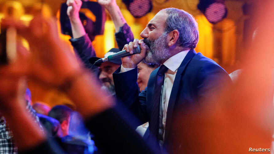 Armenian opposition leader Nikol Pashinyan addresses supporters during a rally after his bid to be interim prime minister was blocked by the parliament in Yerevan, Armenia, May 1, 2018.