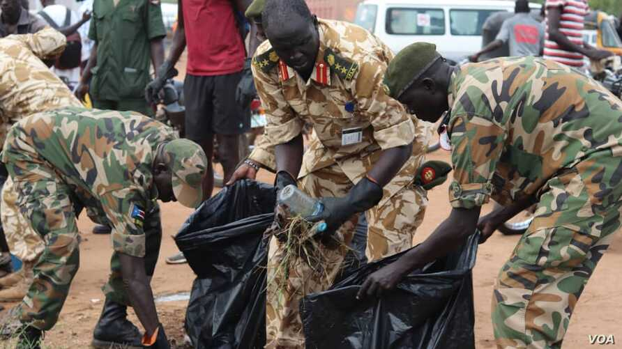 Soldiers cleaning up the streets of Juba, Oct. 27, 2018.