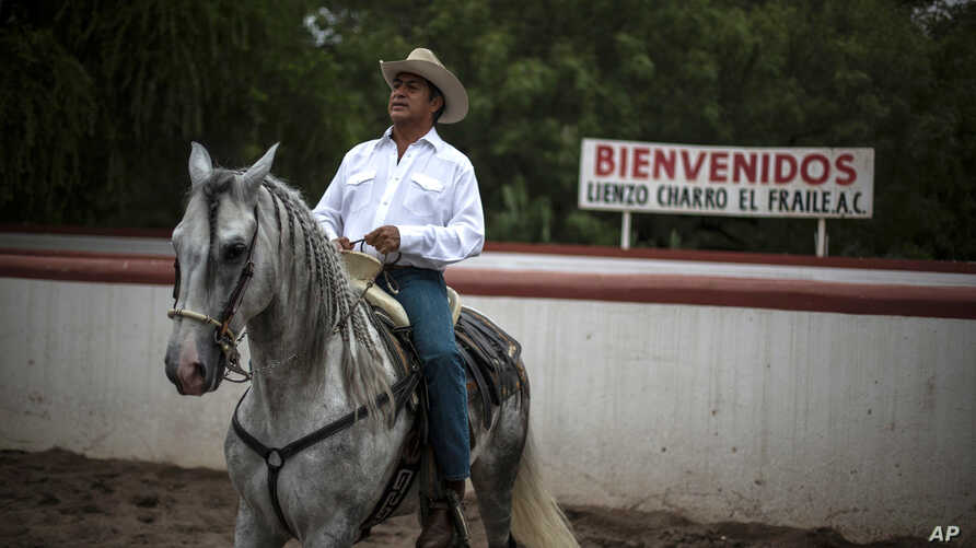 """FILE - This June 7, 2015 file photo shows Jaime Rodriguez, known as """"El Bronco,"""" then an independent candidate for governor, on his horse, in Villa de Garcia, Mexico.  Mexico's top electoral court has ordered on Tuesday, April 10, 2018, that Rodrigue"""