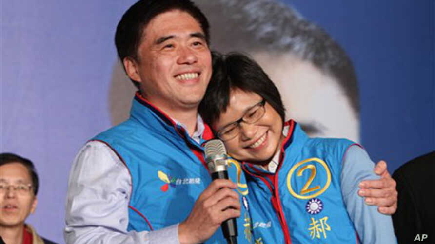 Nationalist Party mayoral candidate Hau Ling-bin, left, holds his wife and celebrate Hau's victory, in Taipei, Taiwan, 27 Nov 2010