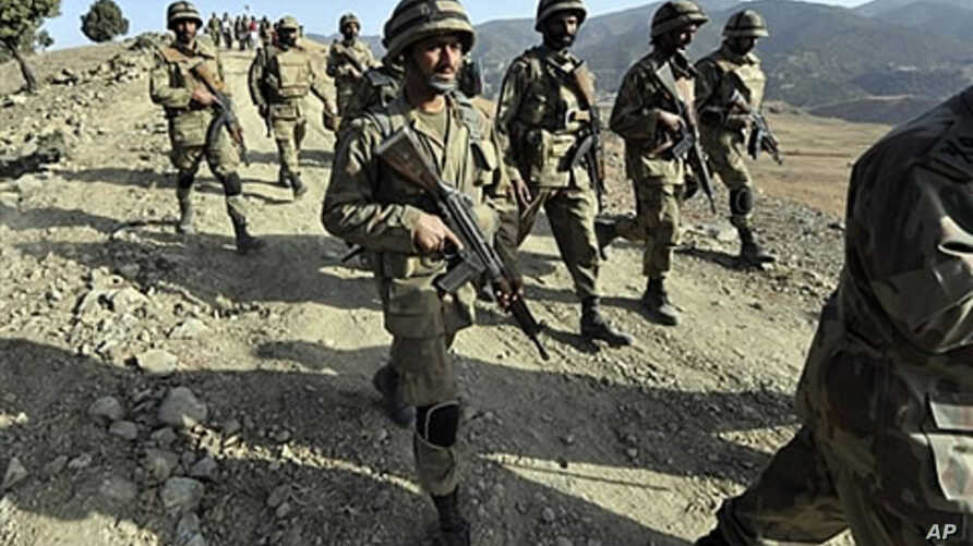 Pakistani troops patrol on a hill top post in Ladha, a town in the troubled tribal region of South Waziristan along the Afghan border, 17 Nov 2009