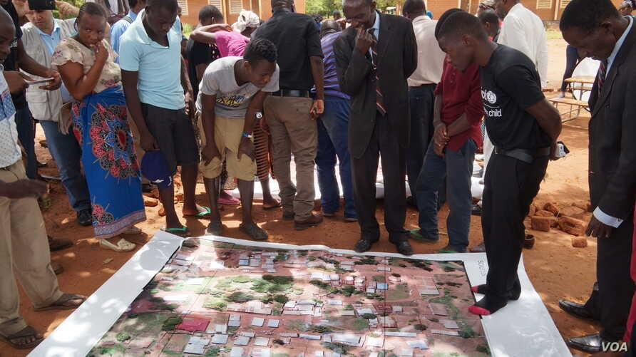 Communities try to identify cholera hot spots from images taken by a drone during a mapping exercise which UNICEF conducted in peri-urban areas of Lilongwe in February this year. (Photo: Lameck Masina for VOA)