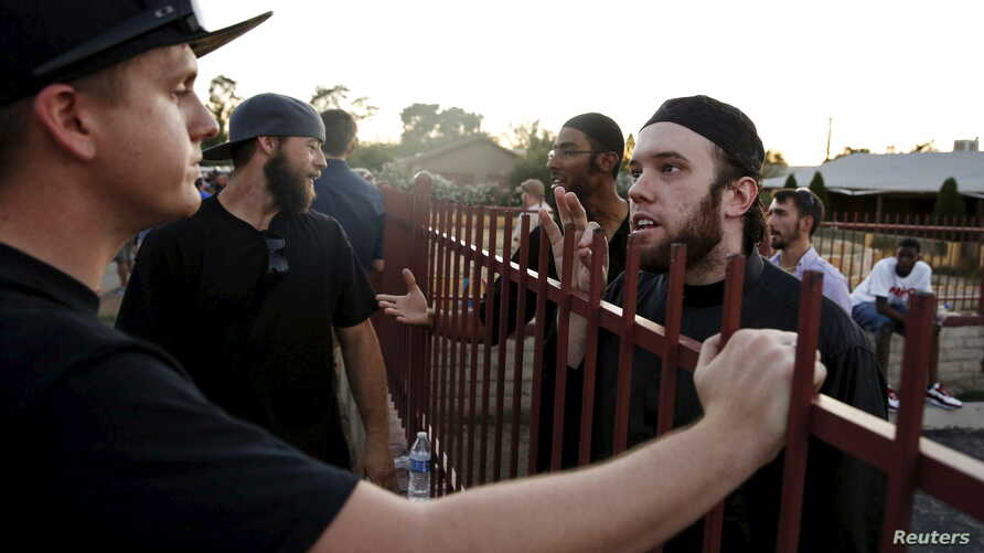 """Members of the Islamic Community Center, including Ilyas Wadood, right, talk with people attending the """"Freedom of Speech Rally Round II"""" outside the center in Phoenix, Arizona, May 29, 2015."""