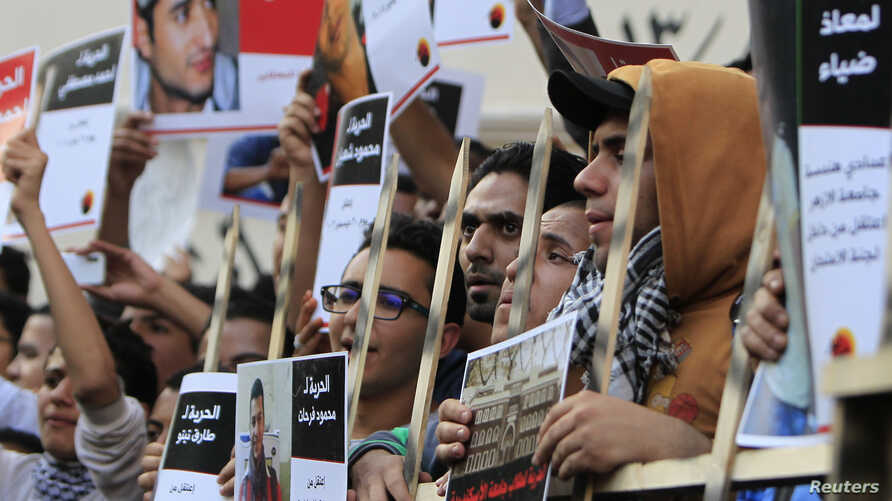 Members of the April 6 movement shout slogans with activists against the government as they protest against the detention of several members of their movement in front of the Press Syndicate building in Cairo, April 6, 2014.