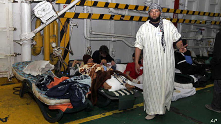 Injured men rest inside a Turkish ship carrying 250 wounded people from the besieged Libyan city of Misrata, at a port in Benghazi, Apr 3 2011