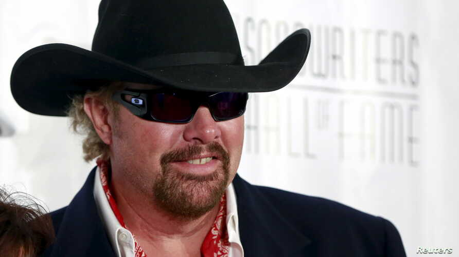 Country singer Toby Keith poses on the red carpet before the Songwriters Hall of Fame ceremony in New York, June 18, 2015.