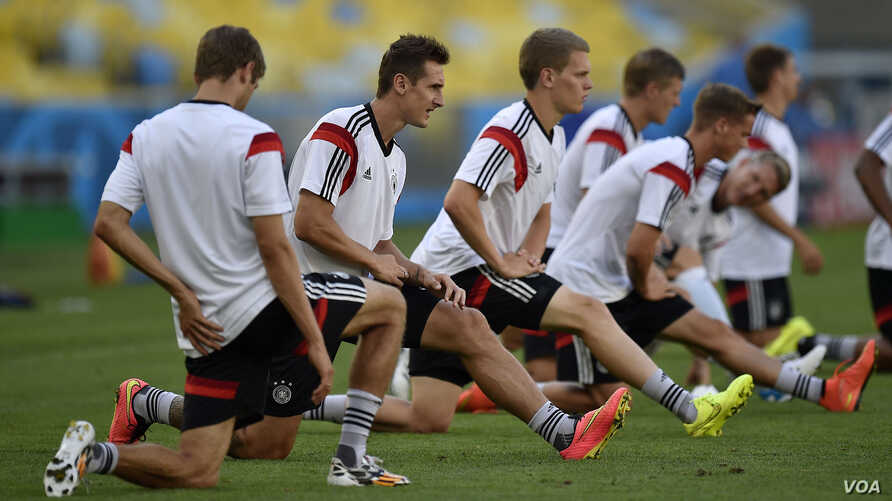 Germany's Miroslav Klose, 2nd from left, stretches during an official training session one day before the World Cup quarterfinal soccer match between Germany and France at Maracana Stadium in Rio de Janeiro, Brazil, July 3, 2014.