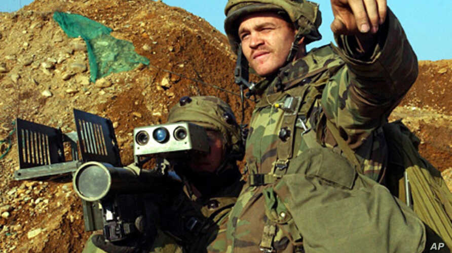 A U.S. Army soldier aims a Stinger missile launcher during an annual military exercise in Paju, about 80 kilometers (50 miles) north of Seoul, South Korea, Feb. 27, 2004.