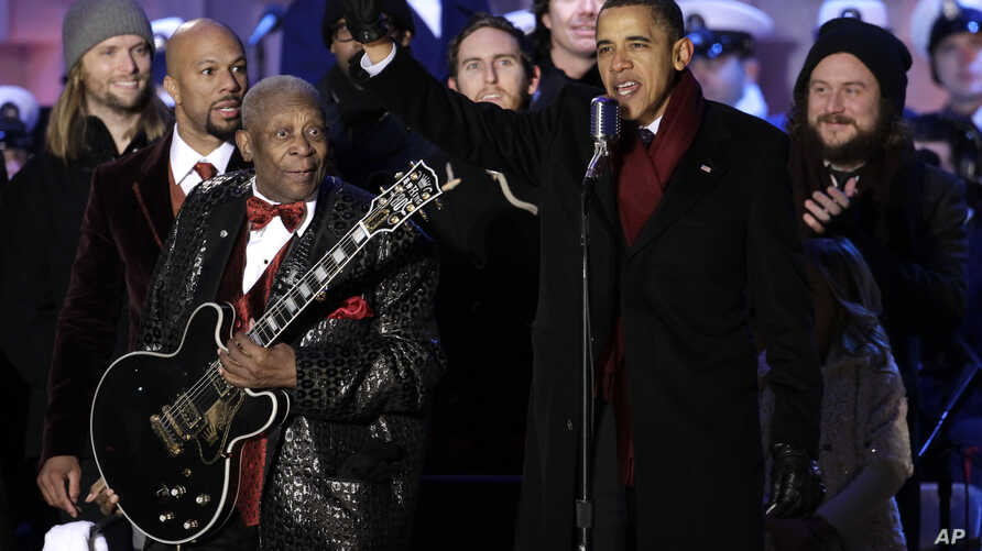 President Barack Obama waves to the crowd with musician B.B. King at the lighting of the National Christmas Tree at the Ellipse across from the White House in Washington, Dec. 9, 2010.