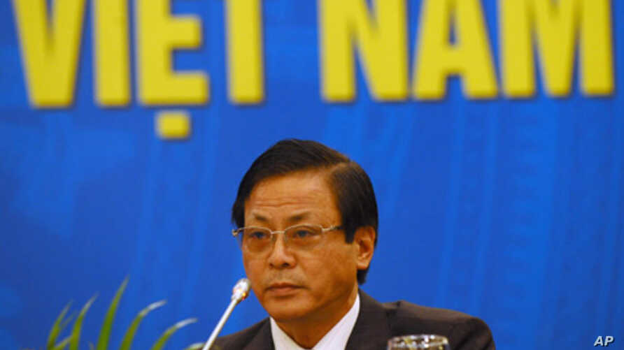 Giang Son, vice chairman of the president's office, announces the annual presidential amnesty at a press conference in Hanoi, Aug. 29, 2011