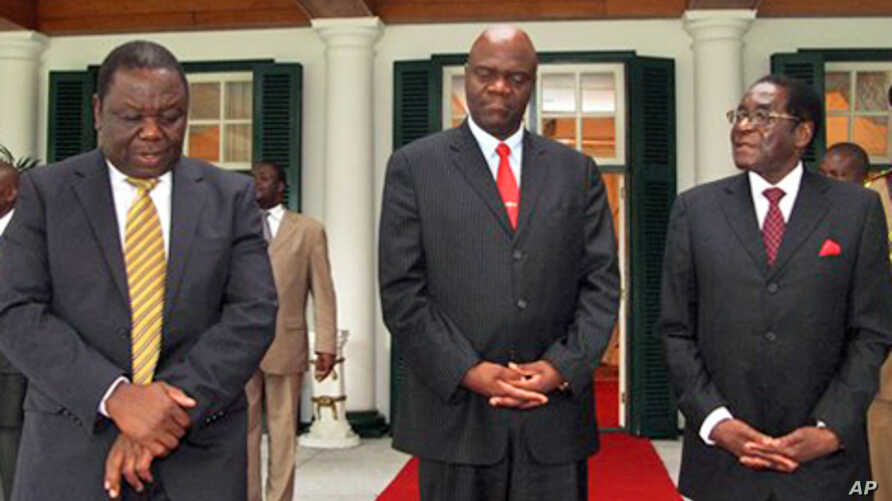 Zimbabwean Prime Minster, Morgan Tsvangirai, left, his deputy Arthur Mutambara and President Robert Mugabe walk together after their end of year press conference at State House in Harare, 20 Dec 2010