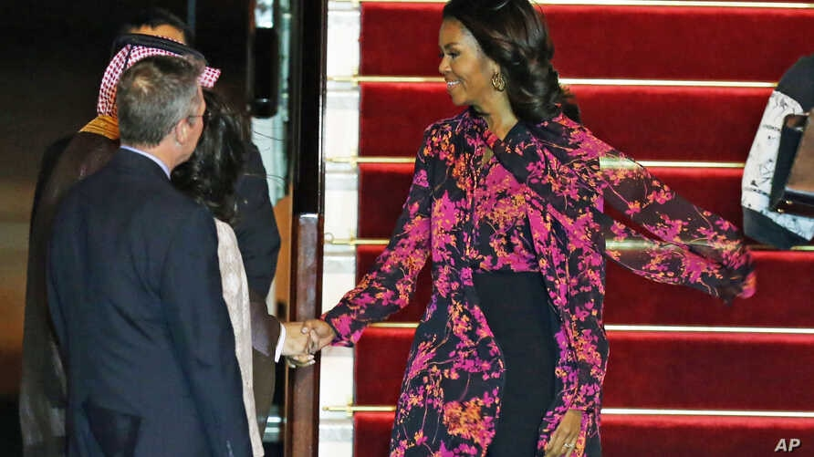 Michelle Obama arrives at the Hamad Airport in Doha, Qatar, Nov. 2, 2015.