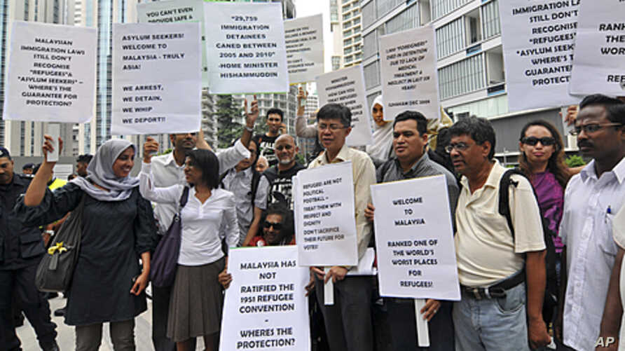 Protesters holding placards gather outside a hotel, venue of a signing ceremony between Malaysia and Australia to swap refugees, in Kuala Lumpur, Malaysia, (File)