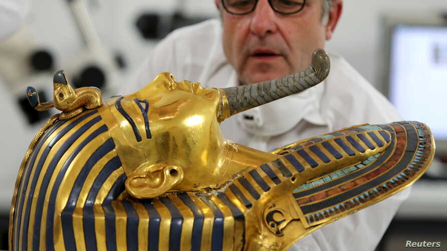 German conservator Christian Eckmann works on the restoration of the golden mask of King Tutankhamun at the Egyptian Museum in Cairo, Egypt, October 20, 2015.