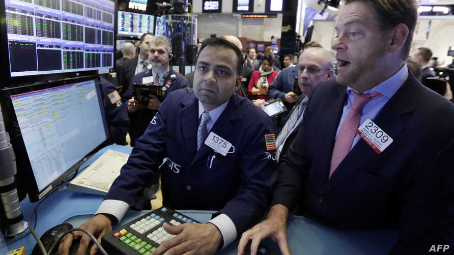 Specialists Dilip Patel, left, and Patrick Murphy work on the floor of the New York Stock Exchange, Jan. 25, 2017.