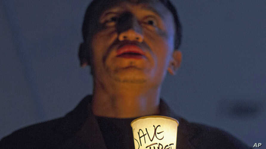An exiled Tibetan participates in a candlelit vigil to show solidarity with self-immolators in Tibet in Dharmsala, India, Nov. 28, 2012.