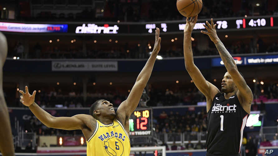 Washington Wizards forward Trevor Ariza (1) shoots over Golden State Warriors center Kevon Looney (5) during the second half of an NBA basketball game Thursday, Jan. 24, 2019, in Washington. The Warriors won 126-118.