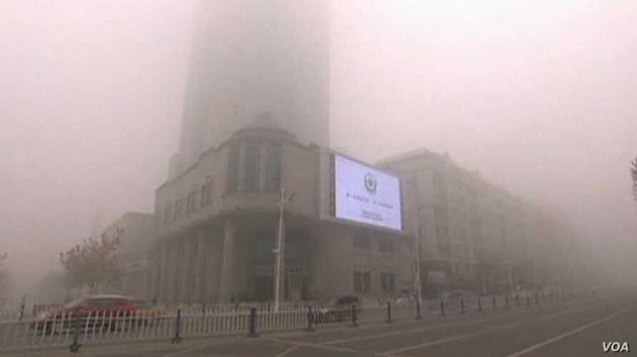Thick Smog Blankets Chinese City for Third Day