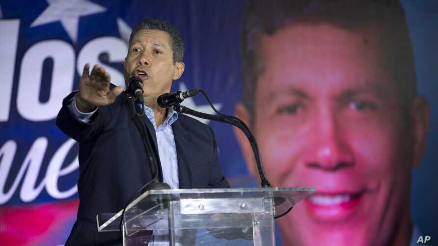 Venezuelan independent presidential candidate Henri Falcon speaks to supporters during a joint event with  independent presidential candidate Luis Ratti, in Caracas, Venezuela, May 8, 2018.