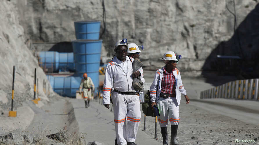 FILE - Workers return from a shift at Zimplats' Ngwarati Mine in Mhondoro-Ngezi, May 30, 2014. A recent leak of documents alleges Zimplats used an offshore company to pay management salaries.