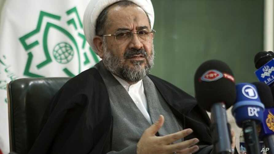 Iran's Intelligence Minister Heydar Moslehi speaks with foreign and local media at a news conference in Tehran (file photo)