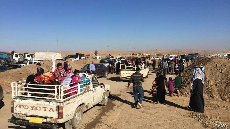 Many arriving families found relatives either in the camp or waiting in the parking lot, after more than two years of separation on Nov. 3, 2016, 2016 at the Khazir camp in Kurdish Iraq. (H.Murdock/VOA)