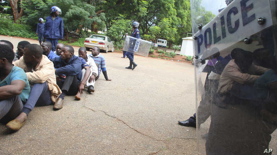 A policeman stands guard as some of the people arrested during demonstrations over the hike in fuel prices, make their court appearance at the magistrates courts in Harare, Jan,16, 2019.