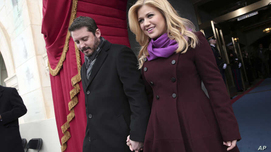 Singer Kelly Clarkson and Brandon Blackstock arrive on the West Front of the Capitol in Washington, Jan. 21, 2013, for the President Barack Obama's ceremonial swearing-in ceremony.