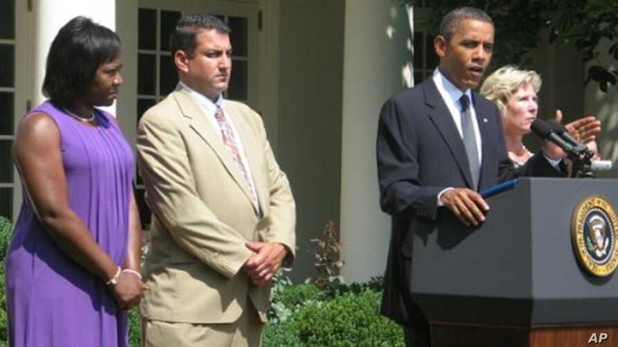 President Obama makes a statement to the press in the White House Rose Garden, beside him are unemployed workers Denise Gibson, Jim Chukalas, and Leslie Macko, 19 July 2010