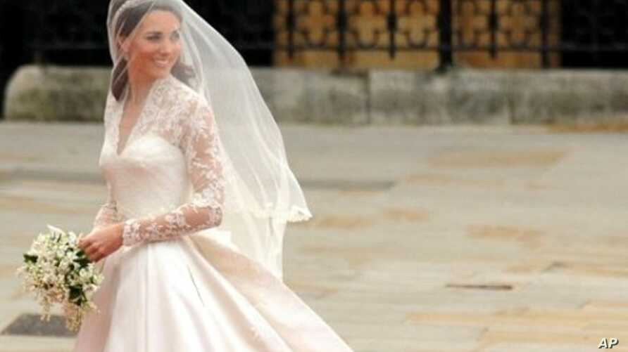 Kate Middleton smiles as she arrives at the West Door of Westminster Abbey in London for her wedding to Britain's Prince William, on April 29, 2011.