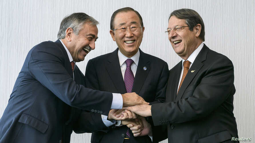 U.N. Secretary-General Ban Ki-moon (C) pose for photographers with Turkish Cypriot leader Mustafa Akinci (L) and Cypriot President Nicos Anastasiades during the Cyprus reunification talks in the Swiss mountain resort of Mont Pelerin, Switzerland, Nov