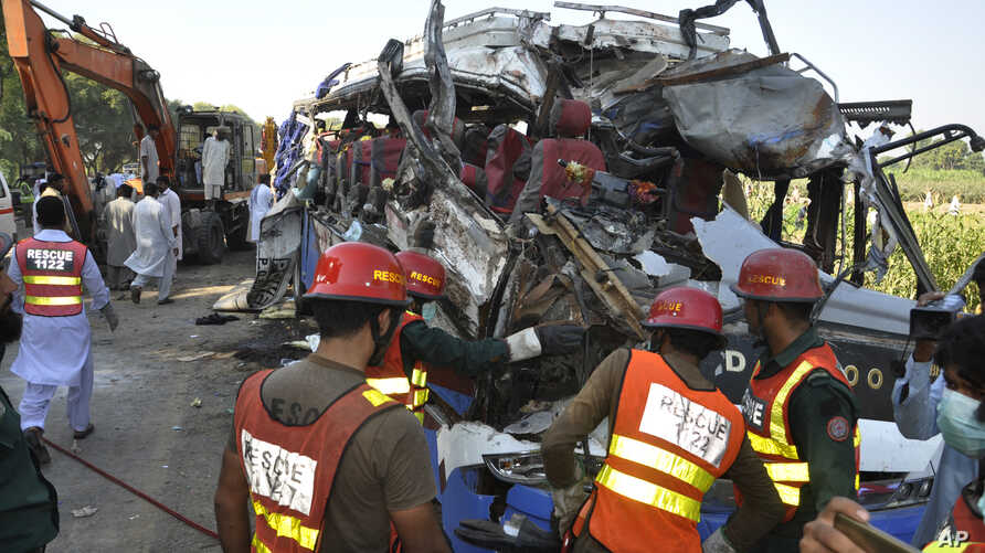 A rescue team works on the site of a deadly accident involving two buses, in Khanpur, Rahim Yar Khan district, Pakistan, Oct. 17, 2016.